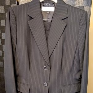 Tahari A Levine Dark Navy Pinstripe Pant Suit 8